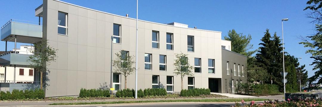 Wohn- und Geschäftshaus, Rigiweg 11+13, 6343 Holzhäusern